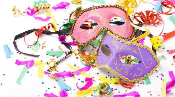Un Laboratorio Divertente Per Costruire Maschere Di Carnevale